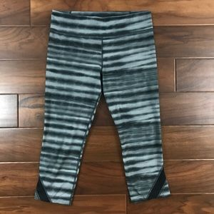 "Under Armour Black Gray 20"" Studio Capri Leggings"